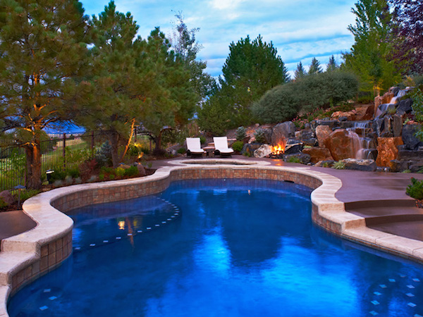 15 rejuvenating backyard pool ideas evercoolhomes for Best backyard pool designs