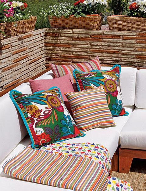 10 diys to brighten up your garden furniture evercoolhomes - Large balcony decorating ideas ...